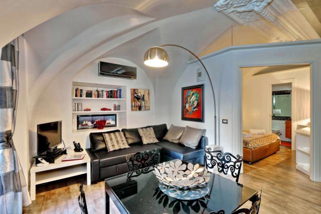 Campo De Fiori Stylish Apartment